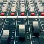 Simultane tercüme sisteminde ses kontrolü nasıl yapılmalı